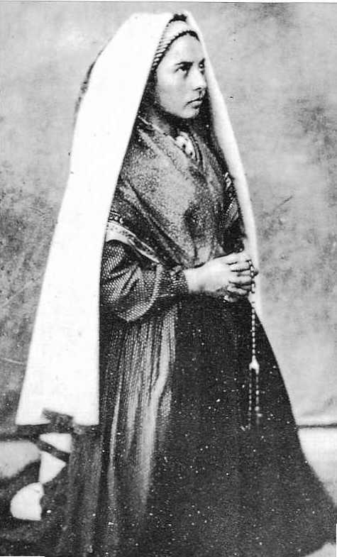Sau Siab mus ncig xyuas Leej  Ntshiab Bernadette Bernadette11